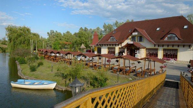 Hotel și Parc de recreere Fűzfa Poroszló