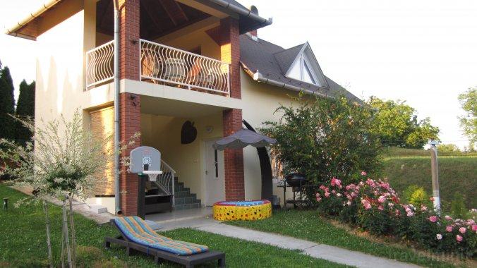 Rózsa-Domb Apartment Zalakaros