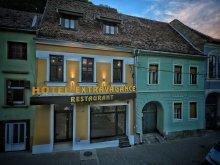 Hotel Fehéregyháza (Albești), Extravagance Hotel