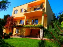 Accommodation Balatonkenese, Almádi Apartment