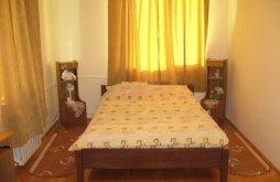 Hosztel Dragomirna, Lary Hostel