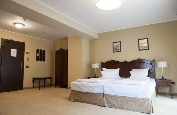 Classic Inn Hotel Brassó