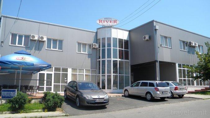 River Hotel Târgu Jiu