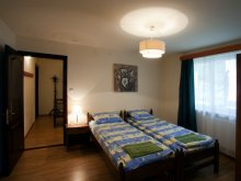 Hostel Bălănești, Hostel Csillag