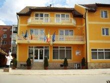 Hotel Ștrand Termal Sânmihaiu German, Hotel Queen