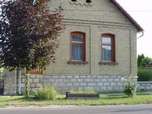 Casă de oaspeți Erzsébet, Casa de oaspeți Finta