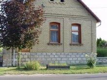 Casă de oaspeți Mőcsény, Casa de oaspeți Finta