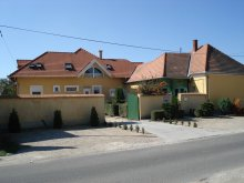 Casă de oaspeți județul Veszprém, Casa de oaspeți Viola