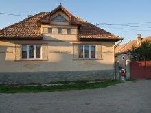 Casă de oaspeți Cucuieți (Solonț), Pensiune Şoimul Mic