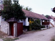 Cazare Moldovenești, Centru de Tineret Casa Tóbiás